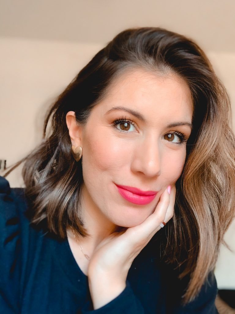 Houston beauty blogger Maria Munoz in pink lipstick color