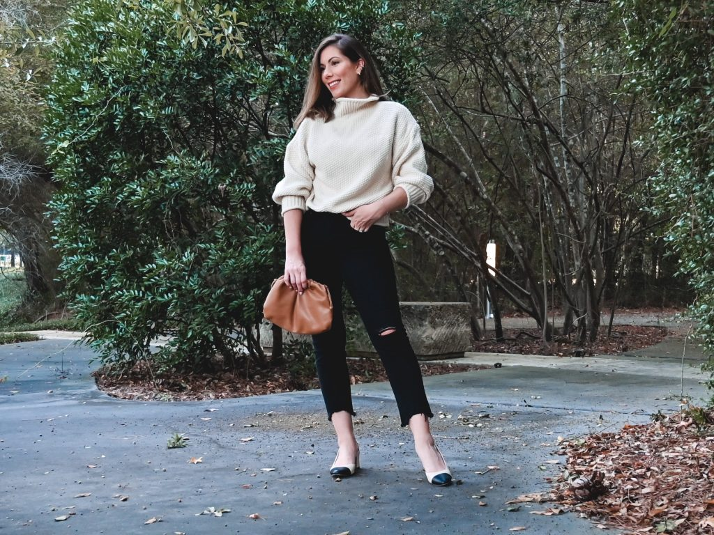 Housotn fashion blogger <Maria Munoz of Bella Style Living shares how to style black denim this fall