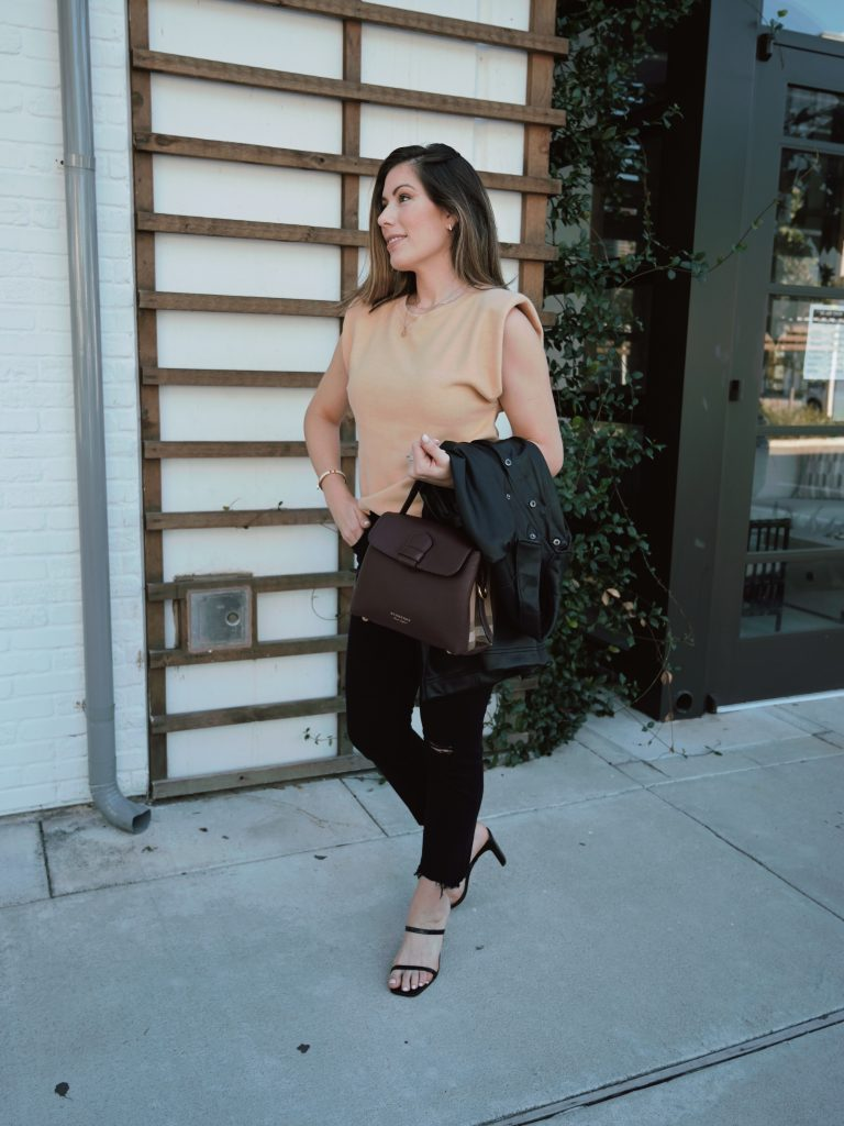 Houston style blogger shares a chic autumn style outfit