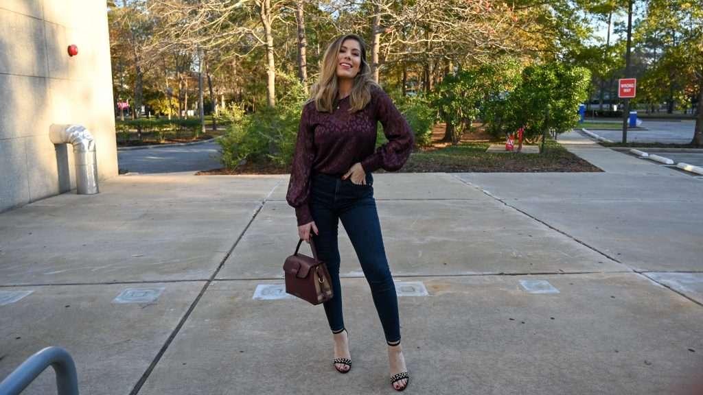 Houston lifestyle blogger Maria Munoz shares how to style Express balloon sleeve top