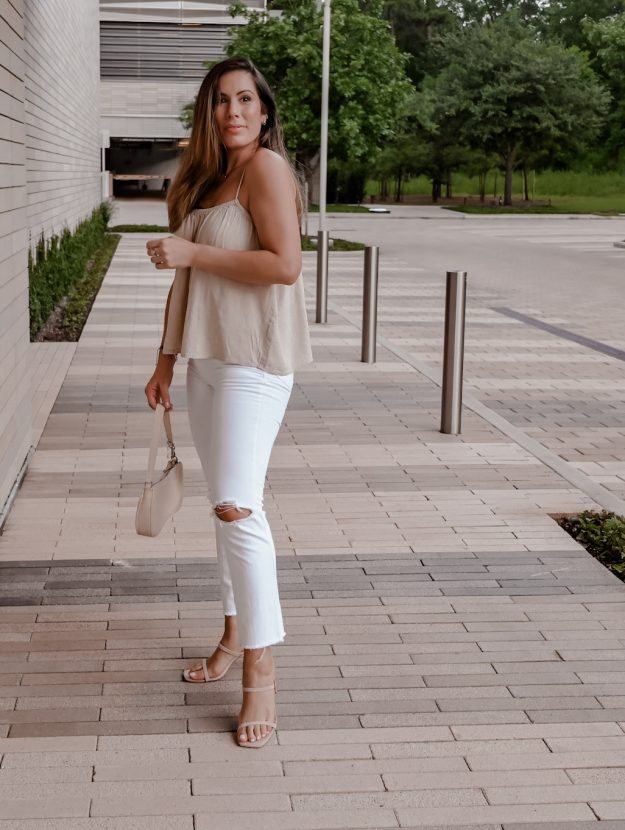 Houston lifestyle blogger Maria Munoz in white jeans outfit