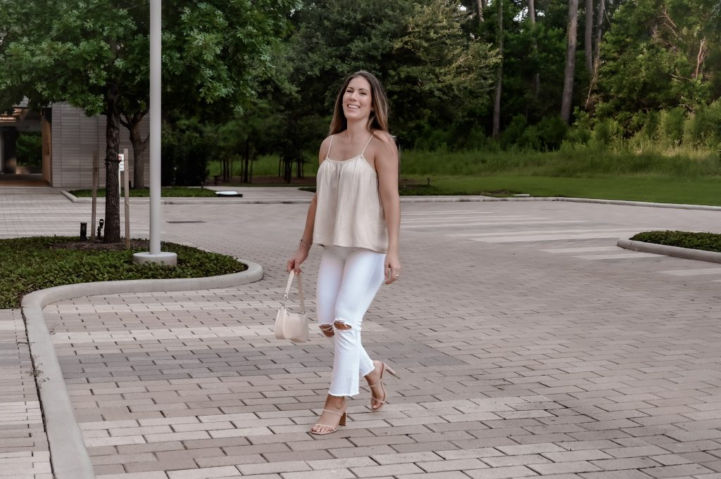 Summer outfit ideas with white jeans