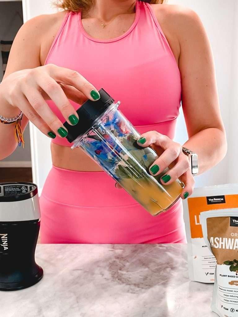 Houston lifestyle blogger Maria Munoz shares her healthy morning smoothie